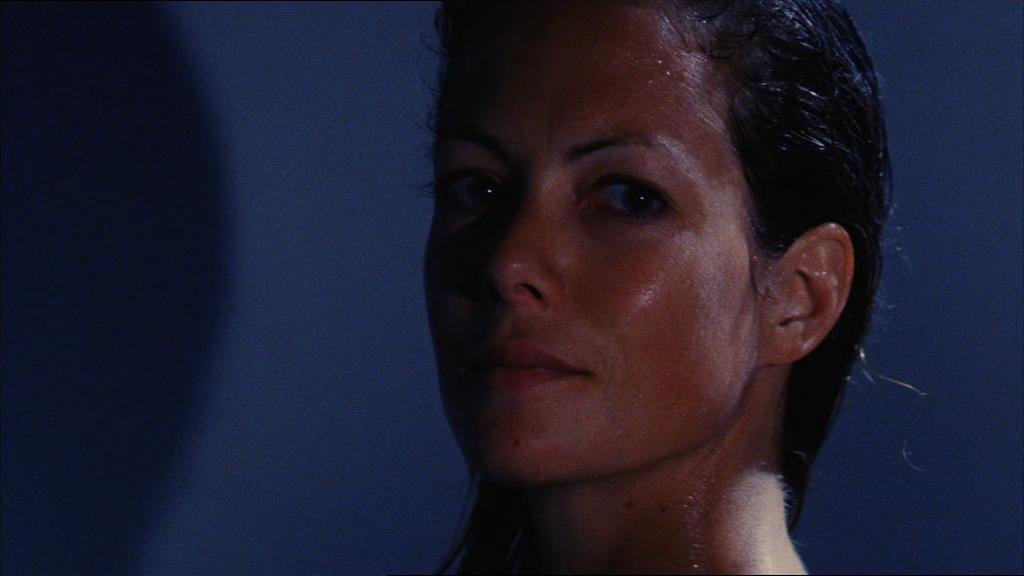 Camilla (Jenny Seagrove) har något mer än bara barnpassande i åtanke...