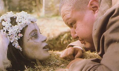 Smått skruvad scen från Dellamorte Dellamore (1994)