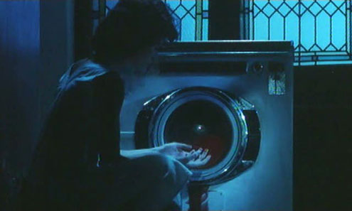 Är det en röd strumpa i vittvätten?