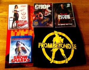 Det grymma skräckfilmspaketet! 4 skräckrullar, en nypressad Texas Chainsaw-affisch och en stilig FromBeyond-tröja.