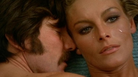 "George Lazenby och Anita Strindberg i ""Who Saw Her Die?"""