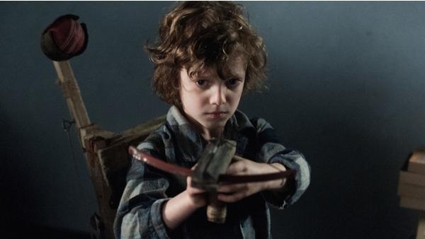 Noah har kanske lite väl stort intresse för våld och hemmagjorda vapen
