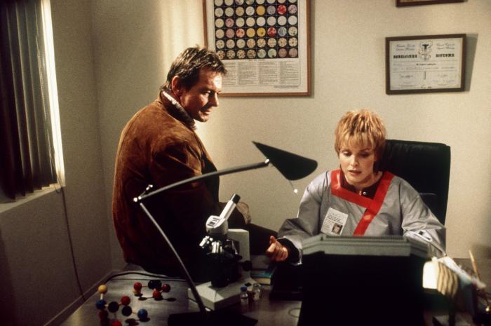 Roddy Piper och Jane Heitmeyer lägger ihop pusselbitar.