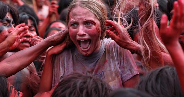 Hos kannibalstammen tar filmen fart och det finns en hel del riktigt otäcka scener. Som tur är slipper vi den djurslakt som ofta förknippas med de äldre italienska kannibalfilmerna.