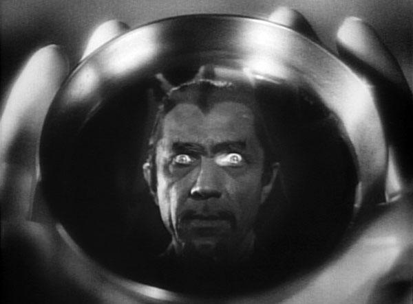 """Bela Lugosi i """"White Zombie"""" från 1932"""