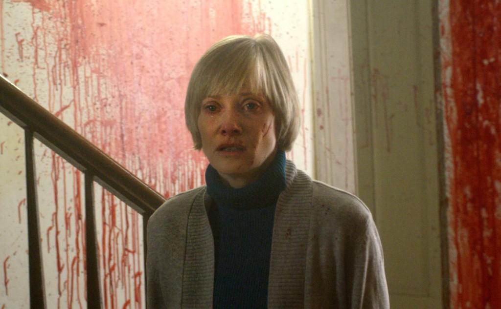 Barbara Crampton har utan tvekan varit mer i betydligt intressantare filmer.