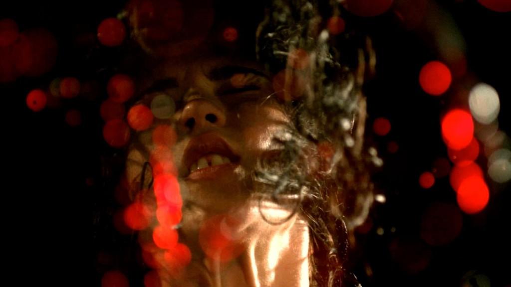 """Vad man än säger om """"The Strange Colour of Your Body's Tears"""" så är det svårt att klaga på filmens foto."""