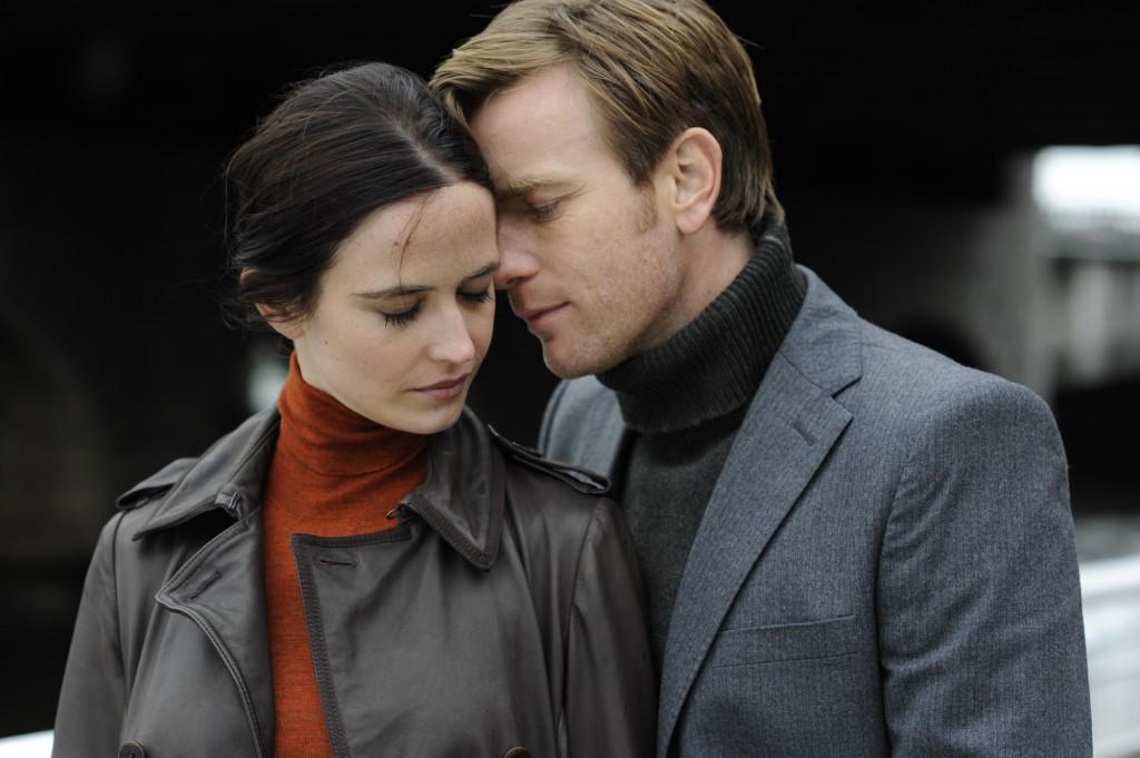 Eva Green  Ewan McGregors karaktärer är tyvärr som hämtade ur vilken romantisk komedi som helst.