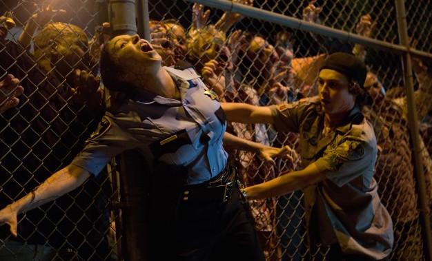 Oj vilka grymma zombie-tuttar! Ungefär på den nivån ligger filmens humor. Snygga effekter kompenserar dock en hel del...