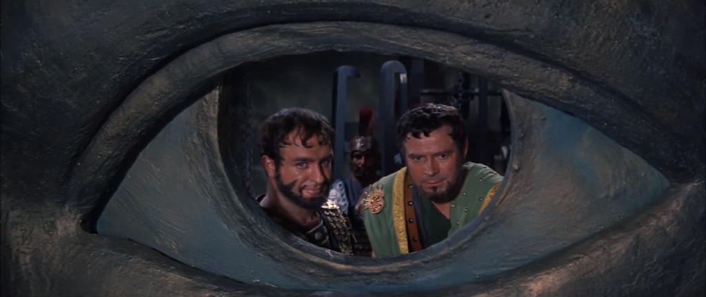 Det är klart värt att hålla ett extra öga på filmens imponerande scenografi.