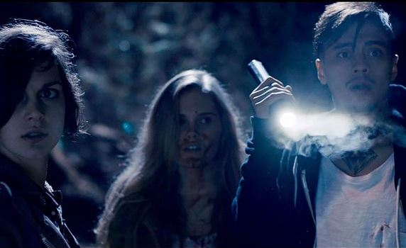 I mörkret runt Bodom-sjön stöter filmens ungdomar på otäcka hemligheter, eller åtminstone ett förvirrat manus...