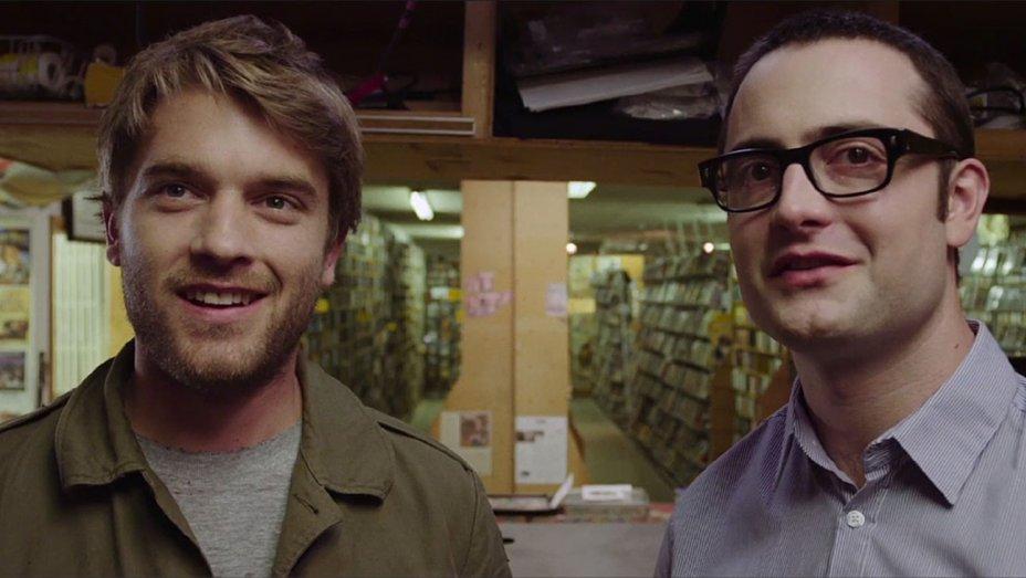 Bröderna John (Chase Williamson) och Gordon (Graham Skipper) i pappas videobutik.