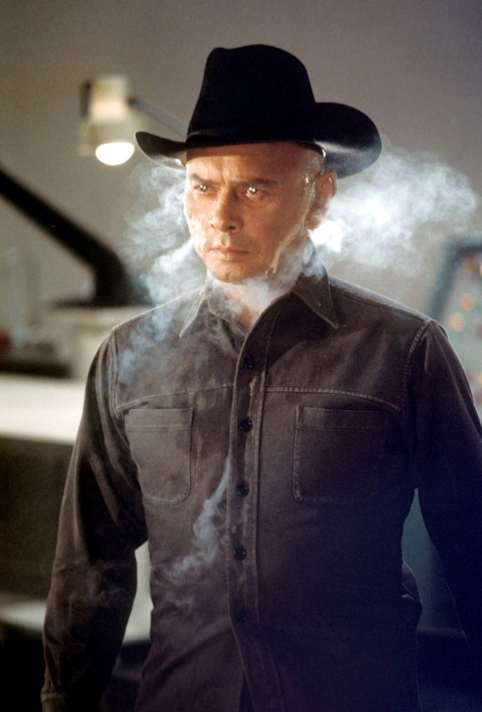Yul Brynner som envis robot