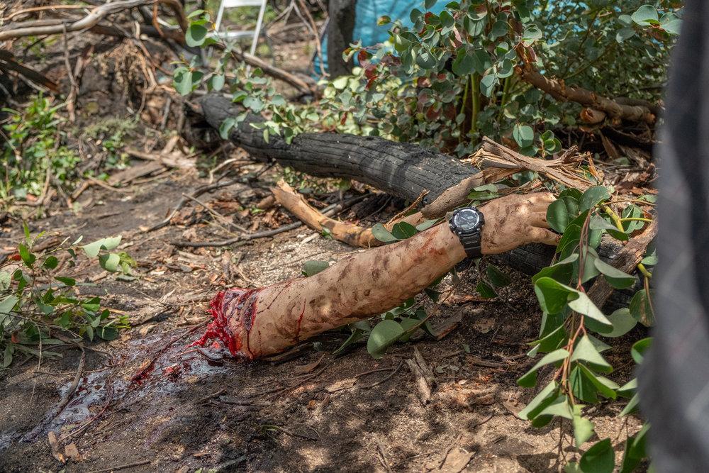 En av filmens frigolit-skådisar tycks sakna sin gummi-arm...