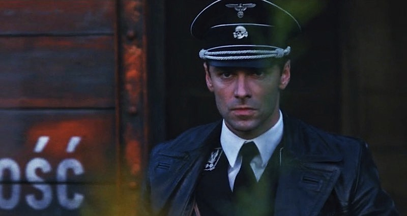 Aidan Turner spelar Barr som ung