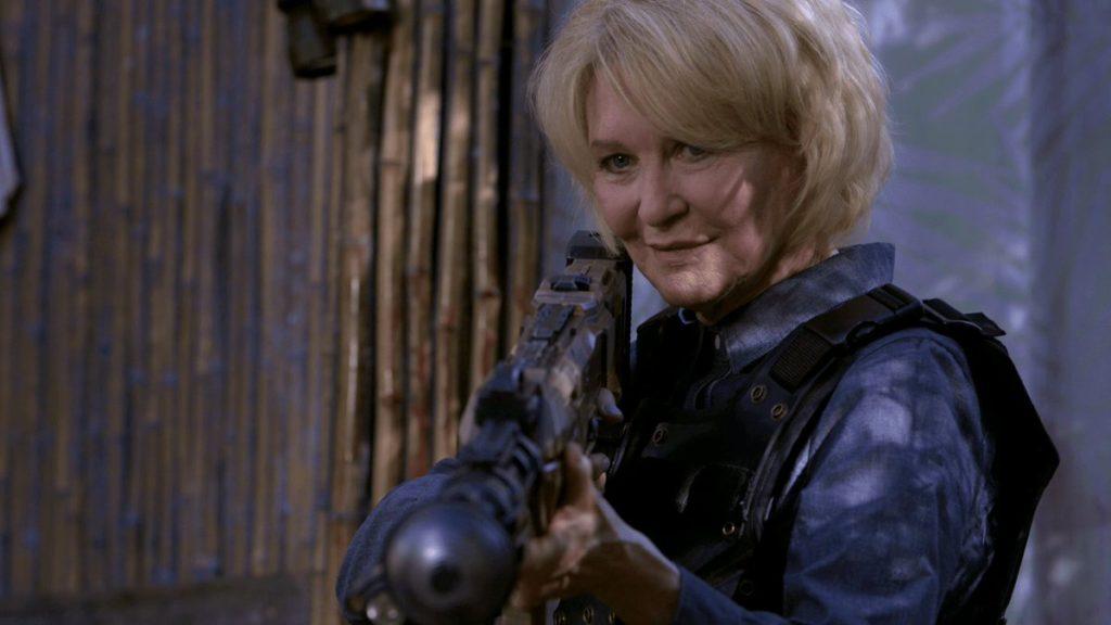 Dee Wallace repriserar sin gamla roll, men slarvas tyvärr bort