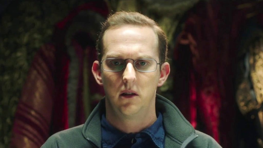 Tvättmaskinshypnotisören Reg spelas av Leo Bill